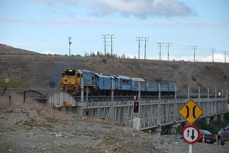 Coastal Pacific - The TranzCoastal crossing the double-decker rail and road bridge near Seddon in April 2007