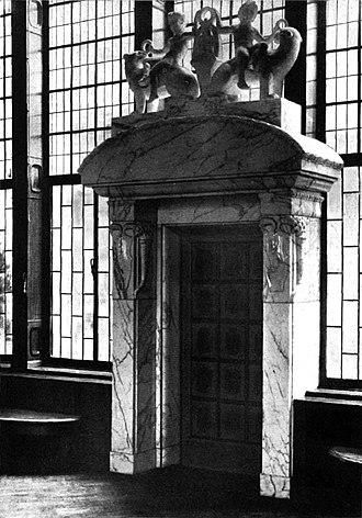 Georg Wrba - Image: Seitliches Marmorportal in der Ka De We Eingangshalle 1908