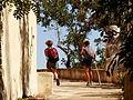Senderistas, Alicudi, Islas Eolias, Sicilia, Italia, 2015.JPG