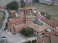 Serralunga d'Alba (22) - veduta del paese dal castello.jpg
