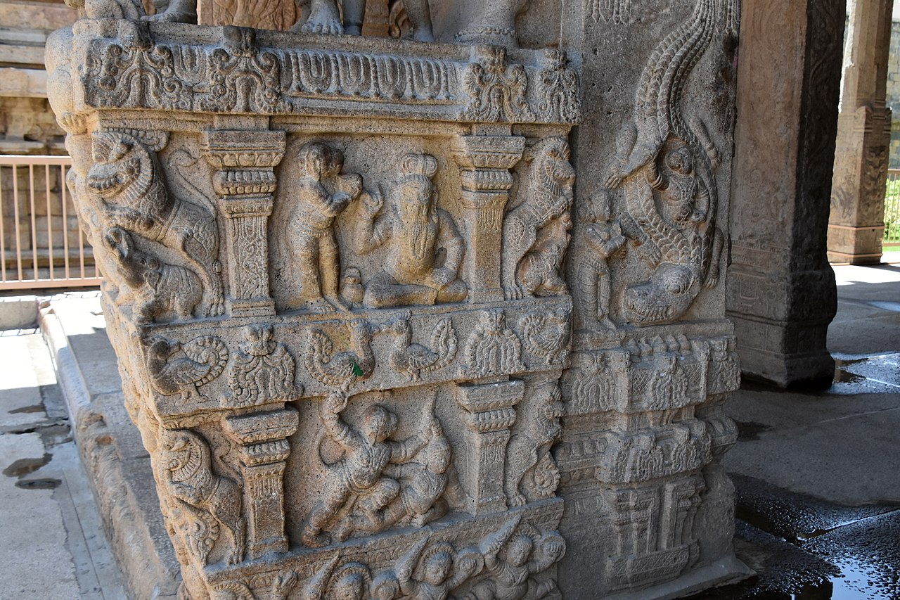 Sesha Mandapa, Vijayanagar period, 16th century, Sri Ranganathaswamy Temple, dedicated to Vishnu, in Srirangam, near Tiruchirappali (209) (37463770456).jpg