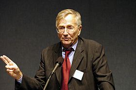Seymour Hersh at the 2004 Letelier-Moffitt Human Rights Award