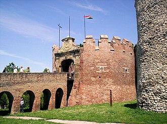 Siklós Castle - Image: Siklósi vár barbakán