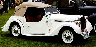 Singer Roadster - Prewar For 1946 the engine was moved forward leaving more passenger space