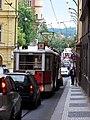 Smetanovo nábřeží, historické tramvaje, od Křižovnického náměstí.jpg