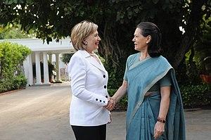 10 Janpath - Gandhi welcoming U.S. Secretary of State Hillary Clinton to 10 Janpath in 2009.