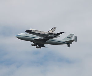 Space Shuttle Discovery over DC - Stierch N.jpg