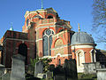 St Anne's Churchyard, Kew Green in London.jpg