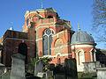 St Anne's Churchyard, Kew Green in London.jpg