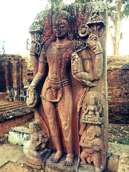 File:Statue at Ratnagiri.jpg