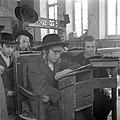 Studerende leerlingen van een Jeshiwa (een Talmoed hogeschool) in de wijk Mea Sh, Bestanddeelnr 255-0396.jpg