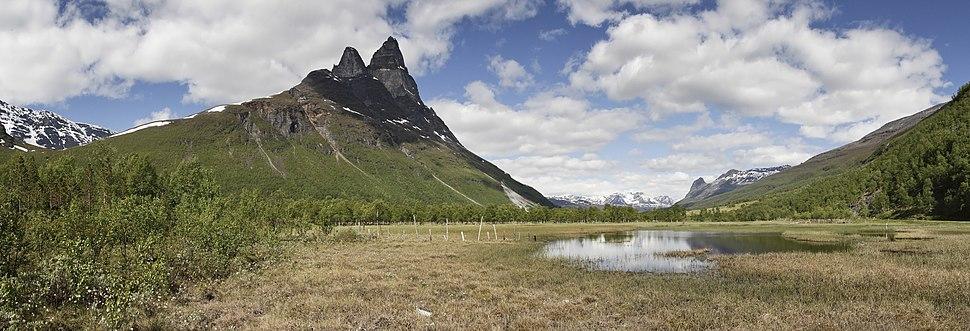 Swamp landscape in Signaldalen with Otertinden 2, 2012 June