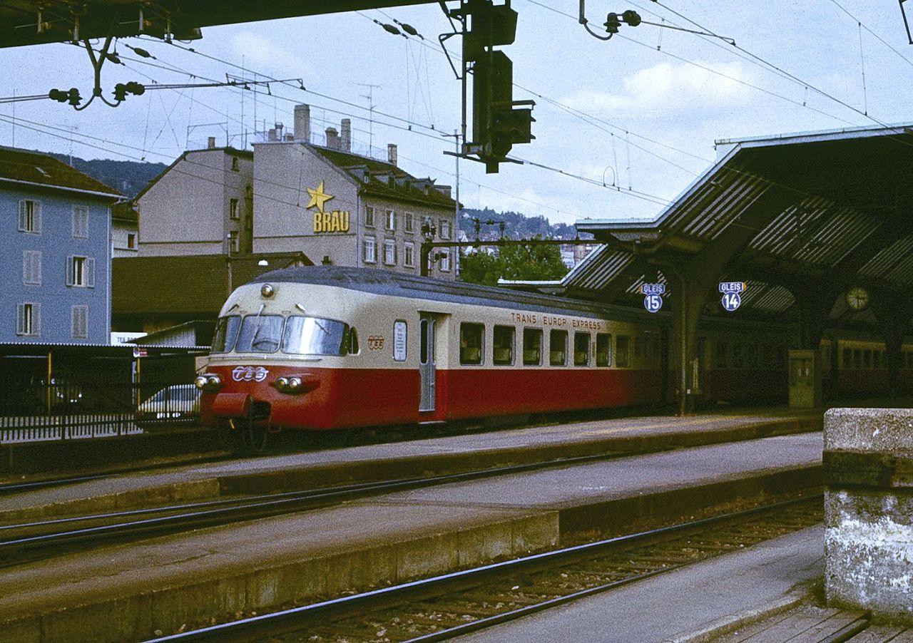 Der CIWL Luxuszug Edelweiß 1280px-TEE_Iris_in_1979_-_departing_Z%C3%BCrich_2