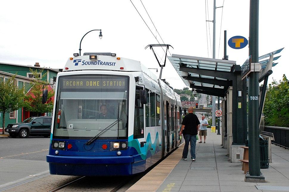 Tacoma Link Skoda 10T car at Tacoma Dome station (2008)