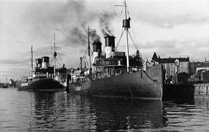Tarmo (1907 icebreaker) - Finnish state-owned icebreakers Tarmo and ''Jääkarhu''