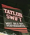 Taylor Swift - The 1989 World Tour - Los Angeles - record at STAPLES Center (crop).jpg