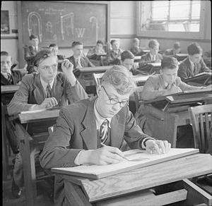 Middlesex University - Students learn technical drawing at Tottenham polytechnic in 1944