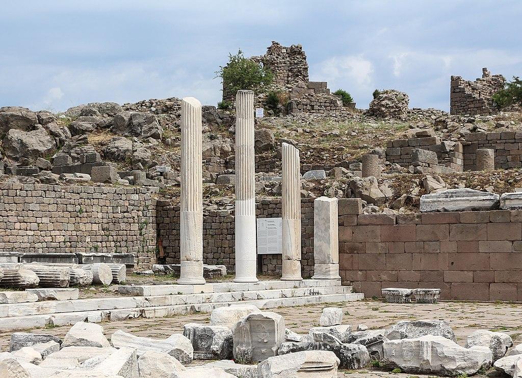Die ägäische Küste der Türkei Temple of Trajan, Pergamon 01