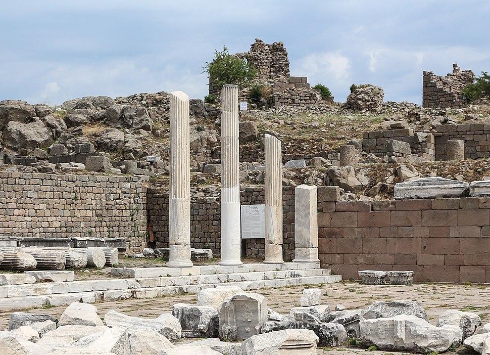 Temple of Trajan, Pergamon 01