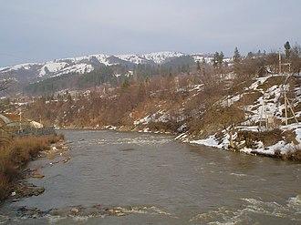 Dubove, Tiachiv Raion - The River Teresva divides part of the village in half.