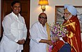 The Chief Minister of Tamil Nadu, Shri M. Karunanidhi with the Prime Minister, Dr. Manmohan Singh and the Union Minister for Shipping, Road Transport and Highways, Shri T. R. Baalu.jpg