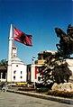 Tirana-statueflagmosquechurch-2001.jpg