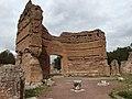 Tivoli, Villa Adriana, Sala dei Pilastri Dorici, esedra.jpg