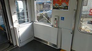 Tobu refurb 10030 wheelchair space 20120216.JPG