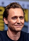 Tom Hiddleston (36243187025) (cropped).jpg