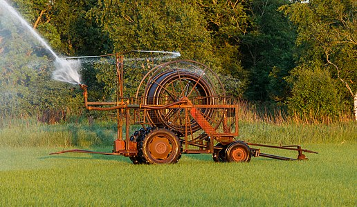 Travelling irrigation sprinkler system