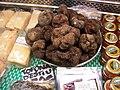 Truffes d'été au mercat de la Boqueria de Barcelonne.jpg