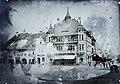 Vásártér (Piața Hermann Oberth), a sarkon a Kereskedelmi Egyesület székháza. Fortepan 86609.jpg