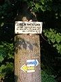Výžerky, pamětní kámen, turistické značení.jpg