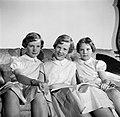 V.l.n.r. Prinses Benedikte, Prinses Margrethe en Prinses Anne Marie met een boek, Bestanddeelnr 252-8645.jpg