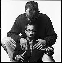Vater und Sohn mit Down-Syndrom.jpg