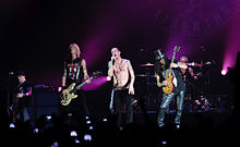 Velvet Revolver live in London 5 June 2007 01.jpg