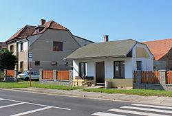 Vestec, Velká Strana, bus stop.jpg