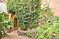 Victoria, BC - garden behind Paper Box Arcade 03 (20527902885).jpg