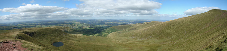 View north into Cwm Llwch from Corn Du, in the Brecon Beacons View down from Corn Du - Brecon Beacons National Park - Wales UK.jpg