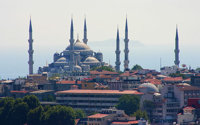 Ficheiro:View of the Blue Mosque from the Galata Tower (1)-satur.jpg