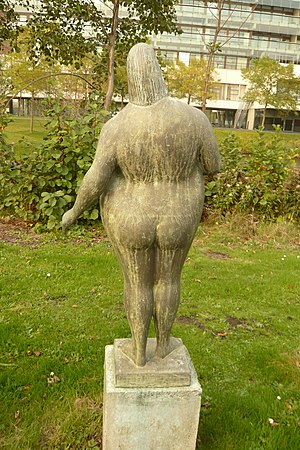 "Piet van Heerden - Bronze ""Woman near water"", garden of the Kennemer Gasthuis, 1987"