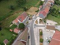 Vue aérienne du village de Leschères.JPG