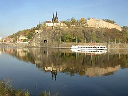 250px-Vysehrad_as_seen_over_the_Vltava_from_Cisarska_louka_732 Ĉeĥa Respubliko