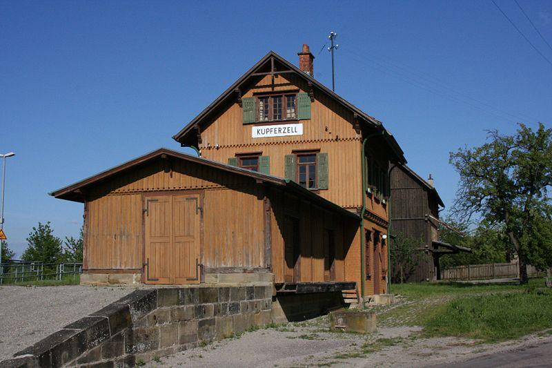 Estacion de real de Guglingen - Kit Faller 282707 800px-Wackershofen_Freilandmuseum_Bahnhof_Kupferzell_1_20070530