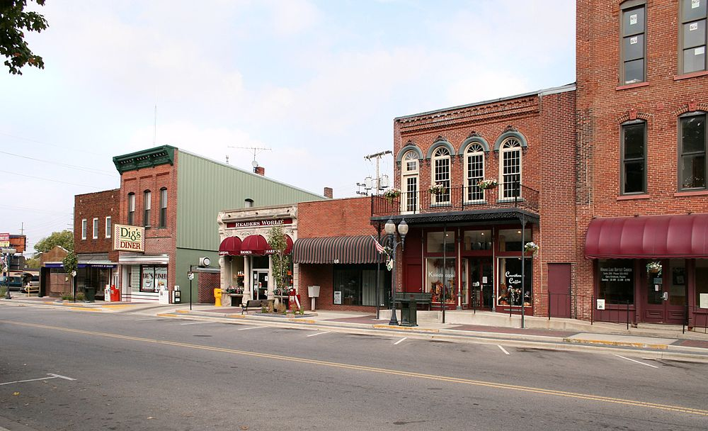 The population density of Warsaw in Indiana is 388.73 people per square kilometer (1006.61 / sq mi)