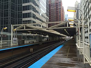 Washington & Wells station 2015.jpg