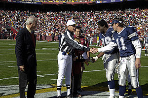 Greg Ellis (American football) - Ellis with Drew Bledsoe in a 2006 game.