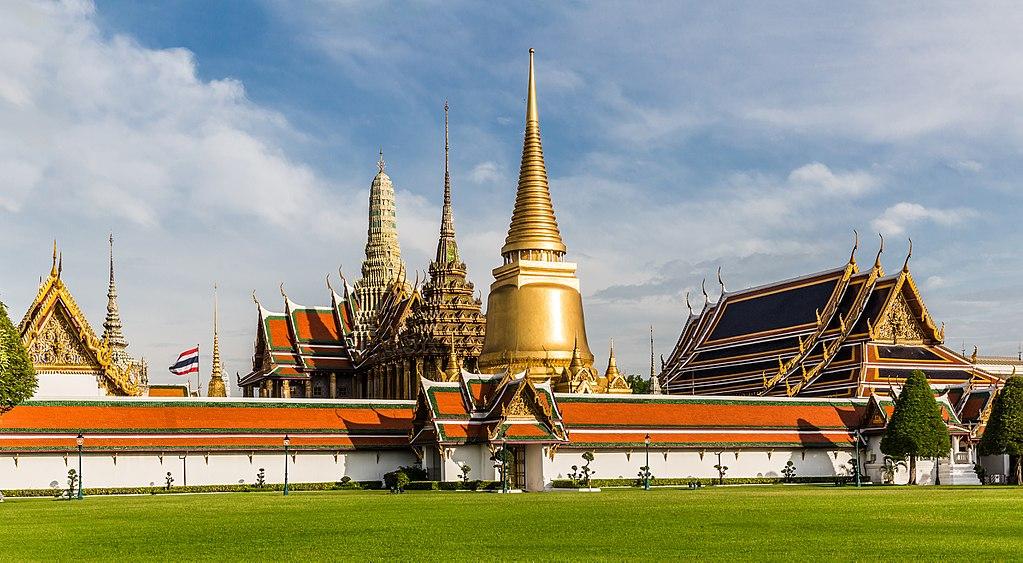 Wat Phra Kaew by Ninara TSP edit crop.jpg