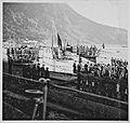 Weitere U-Booten machen fest, de Besatzungen werden von den Mädchen der RK-Dienststelle begrüsst (6983647294).jpg