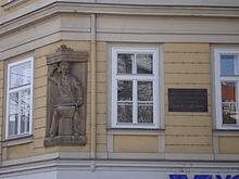 Waffenschmied-Relief und Gedenktafel am Wiener Wohnhaus Lortzings auf der Wieden (Quelle: Wikimedia)